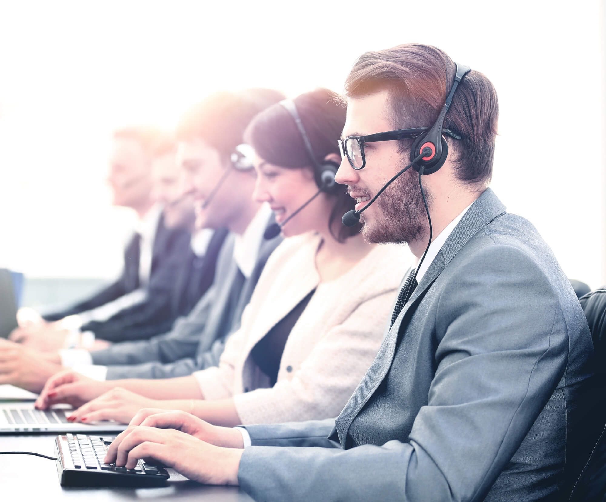 11 Key Features of the Best Call Center Software for Sales Centers